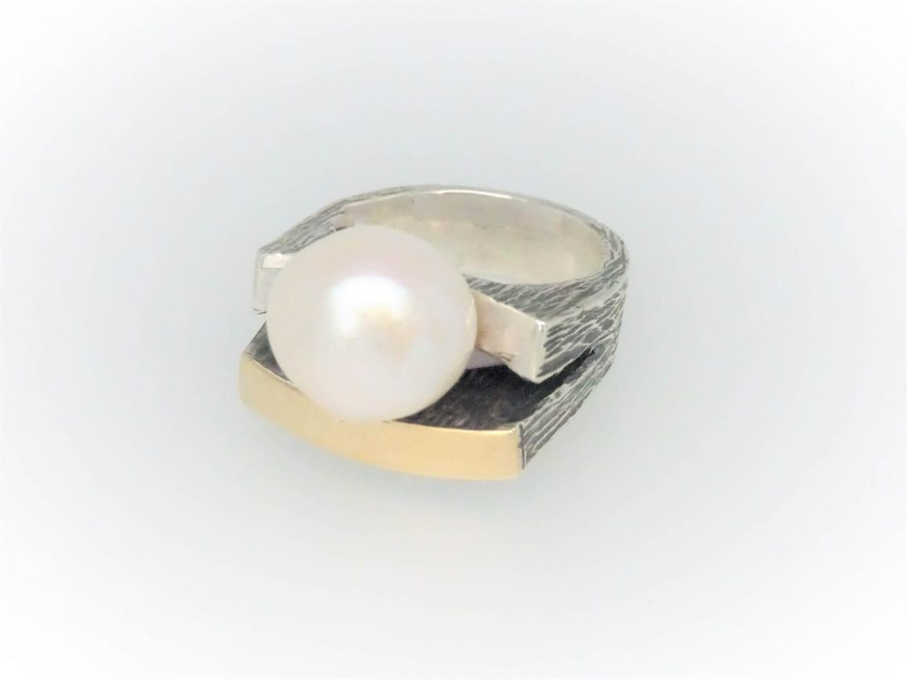 Handcrafted STG Silver & 9KYG Pearl Ring
